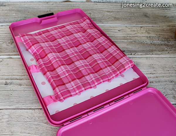 Clipboard-with-Crayon-Holder-inside